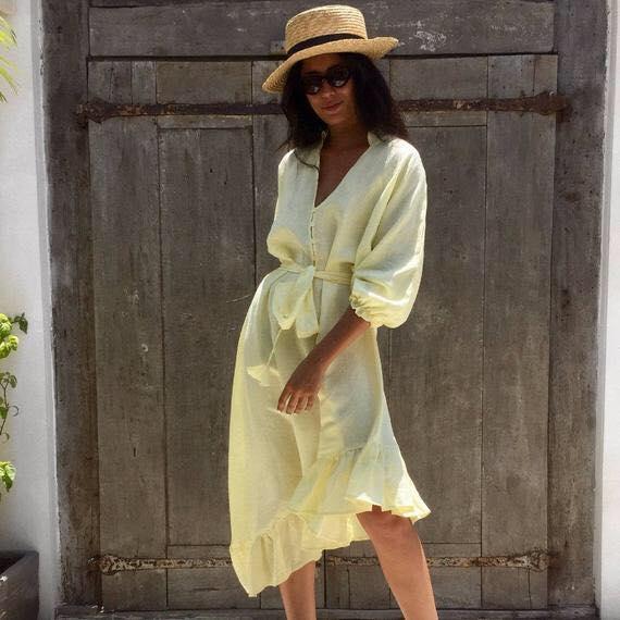 Женское льняное платье-рубашка необычного кроя