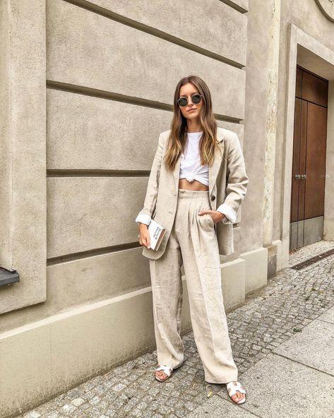 Женский льняной костюм свободного кроя, пиджак и брюки.