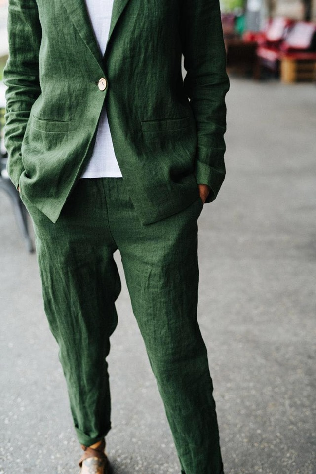 Зеленый изумруд и других уникальных цветов льняной костюм свободного кроя, пиджак и брюки.